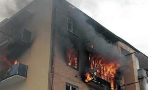Brennedes Wohnhaus in Lugansk