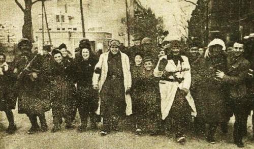 Die Bevölkerung von Poznan begrüßt Ende februar1945 die sowjetischen Befreier