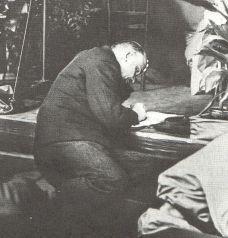 573px-Lenin-1921