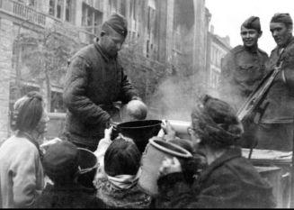 Sowjetsoldaten 1945 Berlin