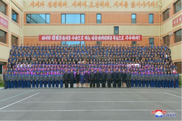 171019-eca1b0ec84a0ec9d98-ec98a4eb8a98-kim-jong-un-genosse-kim-jong-un-besuchte-die-neu-umgebaute-schuhfabrik-ryuwon-23-eab2bdec95a0ed9598eb8a94-ecb59ceab3a0.jpg