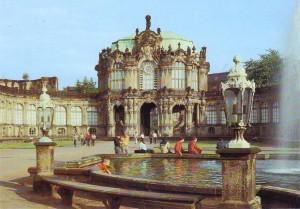 Dresden - Zwinger. Blick zum Glockenspielpavillon