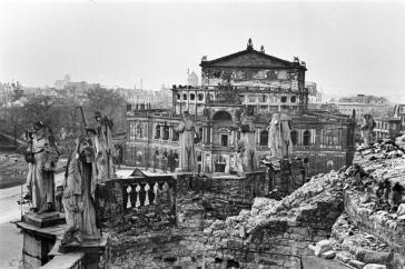 Semperoper 1945